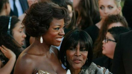 Viola Davis (l.) und Cicely Tyson bei den 18. Screen Actors Guild Awards (stk/spot)