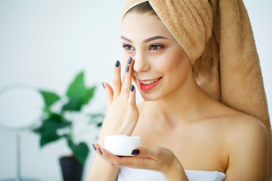 Slugging: Was bringt dieser Beauty-Trend mit Vaseline wirklich?