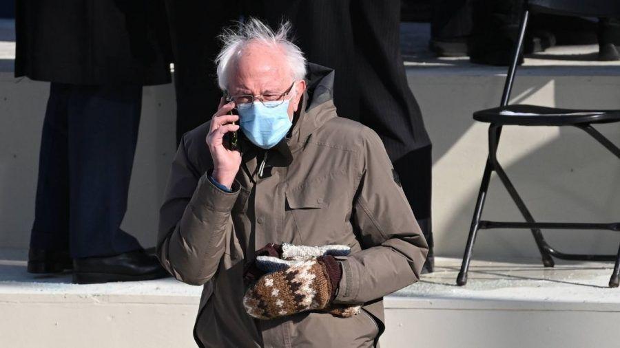 Video: Fäustlinge von Bernie Sanders stehlen Joe Biden die Show