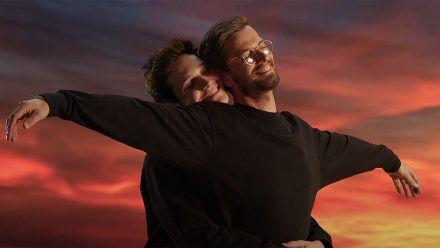 "Wincent Weiss spielt ""Titanic""-Kultszene in Musikvideo nach"