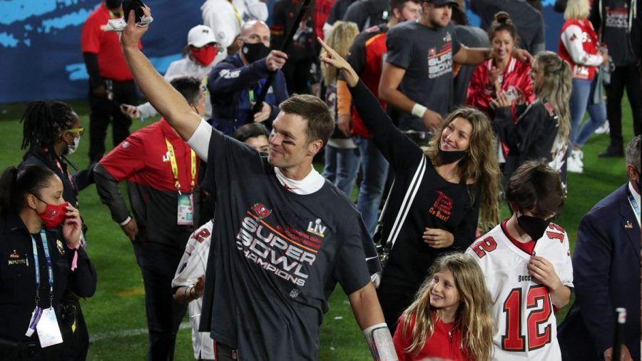 Video: Tom Brady feiert Super-Bowl-Sieg mit Family auf dem Spielfeld