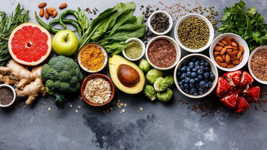 Video: Diese 10 gesunden Lebensmittel solltest du täglich essen!