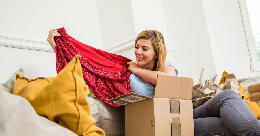 Freude beim Auspacken:Der Kauf und Verkauf vonSecondhand-Mode im Netz findet vor allen zwischenPrivatleuten statt.