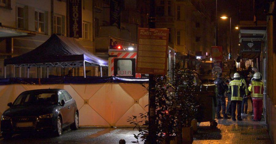 In Wiesbaden sind in der Nacht zum Montag ein Mann und eine Frau durch Schüsse tödlich verletzt worden.