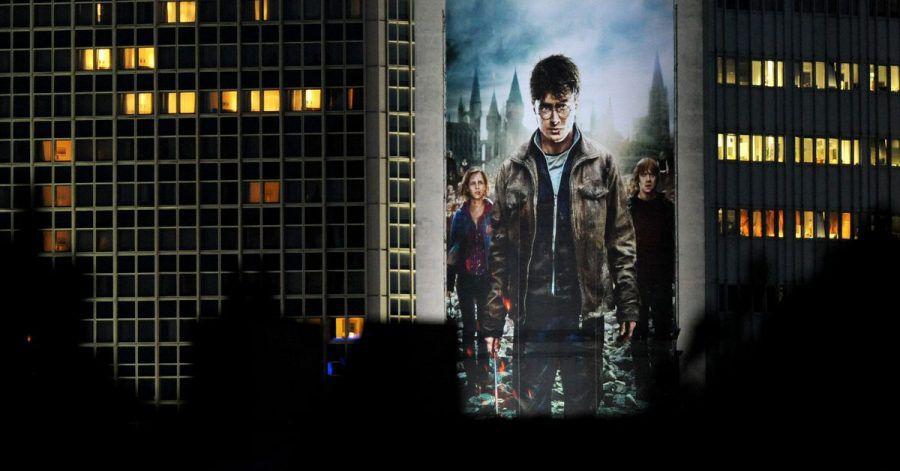 Ein riesiges Filmplakat zu «Harry Potter und die Heiligtümer des Todes: Teil 2» 2011 in Berlin.