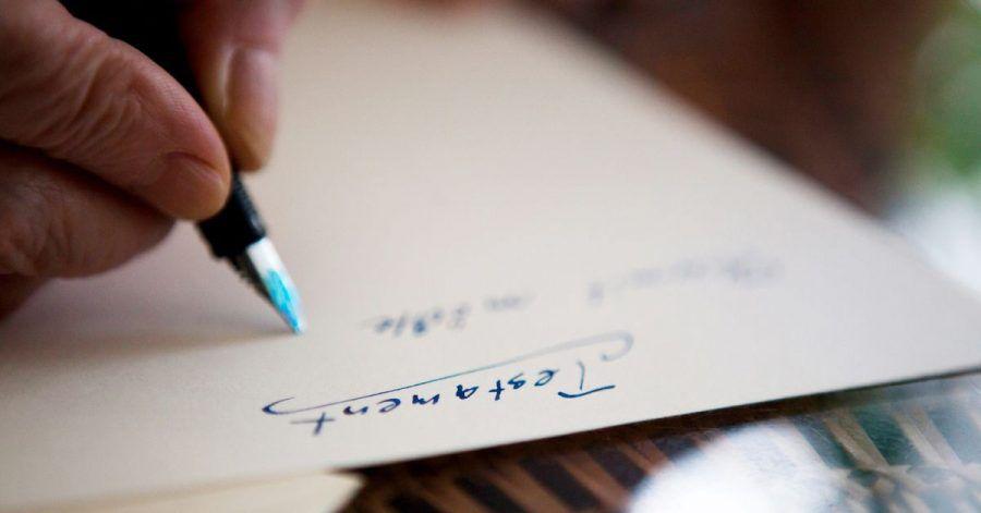 Ein Testament muss handschriftlich verfasst werden. Aber ist die Handschrift auch echt? Im Erbscheinverfahren muss es darüber keine absolute Gewissheit geben.