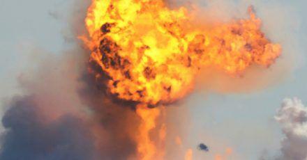 Der kugelförmige Starship-Prototyp von SpaceX explodiert nach dem Absturz beim Versuch, nach einem erfolgreichen Teststart zu landen.