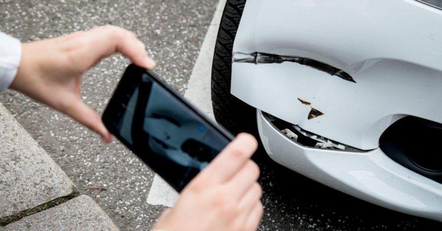 «Ich war's nicht»: Wer beim Car-Sharing vor und nach dem Ausleihen Bilder vom Zustand des Autos schießt, sichert Beweise für einen etwaigen Streitfall.