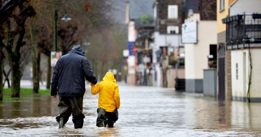 Normale Wohngebäude- und Hausratversicherungen kommen nicht für die Folgen von Überschwemmungen auf. Hier hilft nur eine Elementarschadenversicherung.