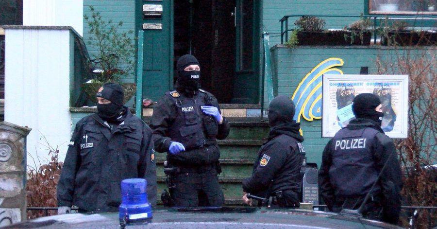 Bei dem Einsatz waren auch Spezialeinheiten aus anderen Bundesländern, die Bundespolizei und der Zoll dabei.