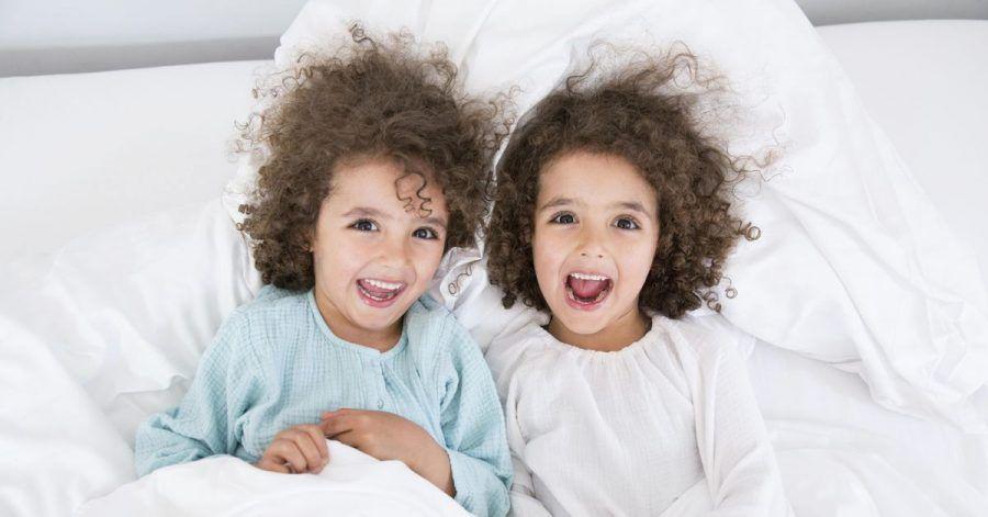 Äußerlich ähnlich, aber im Wesen verschieden: Zwillingseltern stehen vor der Herausforderung, die Individualität ihrer Kinder zu stärken.
