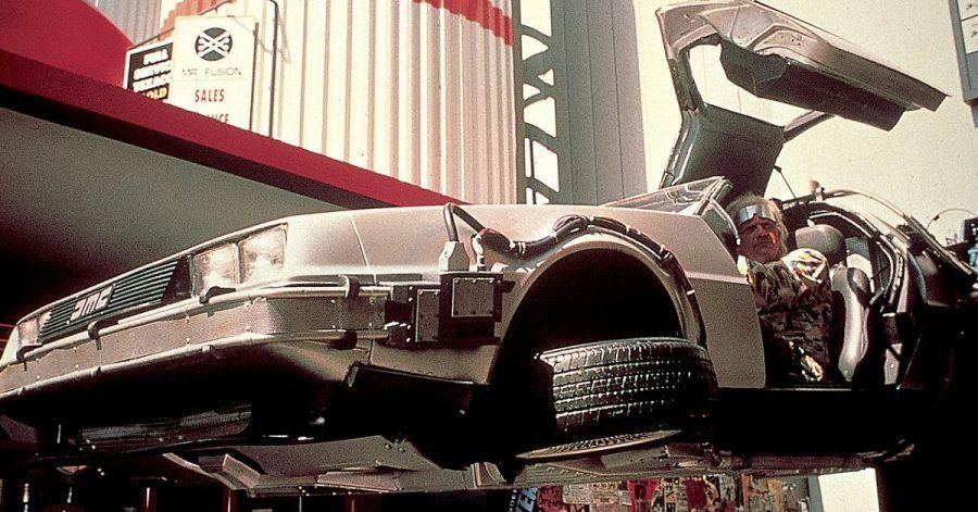 Mit der Zeitmaschine an die Tanke? Nö, der DeLorean aus «Zurück in die Zukunft» besteht schon auf etwas Plutonium für seinen Atomreaktor, ein Blitzschlag tut's dann aber auch zur Not.