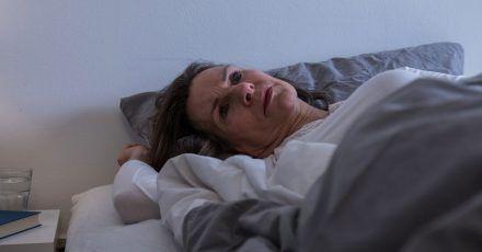 Manche Diabetessymptome können einen um den erholsamen Schlaf bringen. Eine Anpassung der Diabetestherapie kann hier helfen.