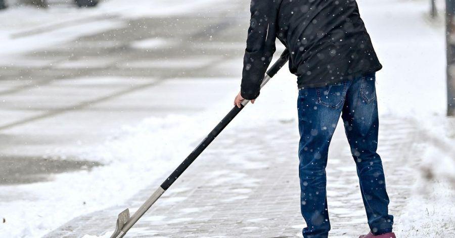 Wenn es schneit, muss geräumt werden. Wer dieser Pflicht nicht nachkommt, haftet für eventuelle Schäden.