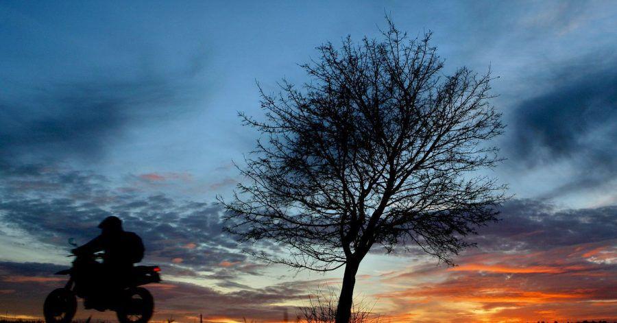Nein, die winterliche Motorradtour endet besser stets noch vor Anbruch der Dunkelheit.