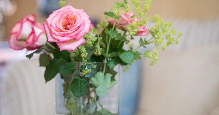 Manchmal reichen kleineVeränderungen für wenig Geld, um das eigene Umfeld schöner zu gestalten. Ein Blumenstrauß bringt Freundlichkeit in jeden Raum.