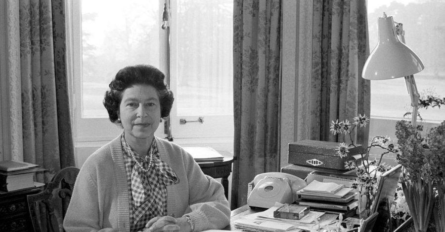 Königin Elizabeth II. in ihrem Arbeitszimmer im Sandringham House: Sie sitzt seit 69 Jahren auf dem britischen Thron.
