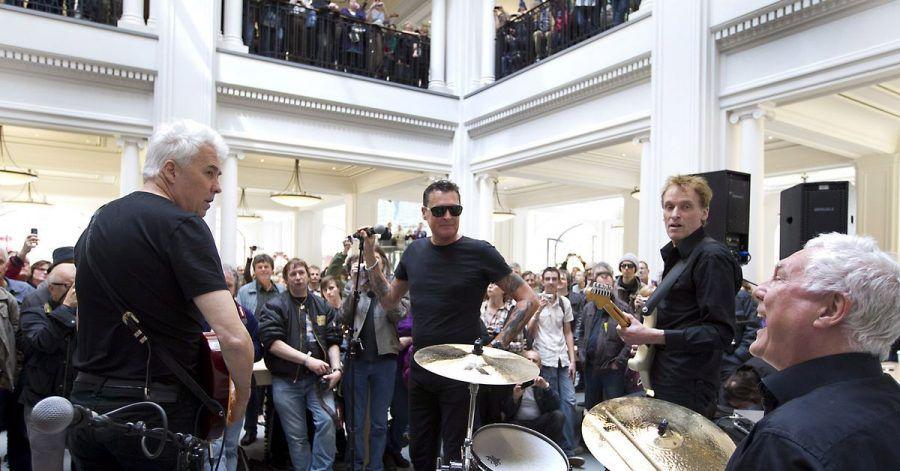 Die niederländische Rockband Golden Earring bei einem Mini-Auftritt in Amsterdam (2012).