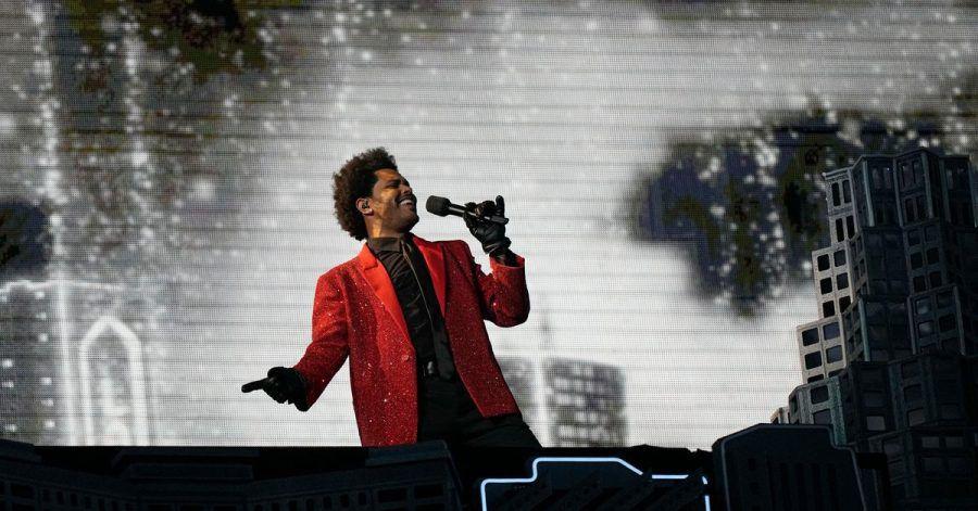 Der kanadische Rapper The Weeknd tritt während der Halbzeitshow des Super Bowls in Florida auf.