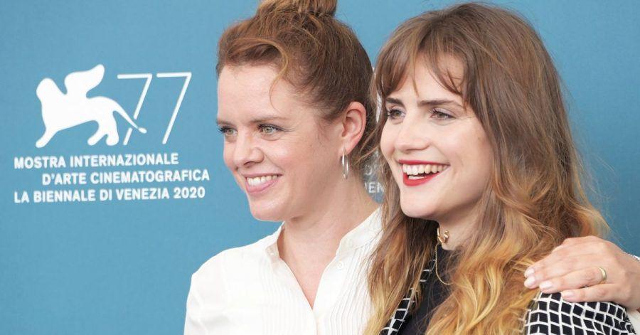 Regisseurin Julia von Heinz (l) und Hauptdarstellerin Mala Emde bei den 77. Filmfestspielen von Venedig.
