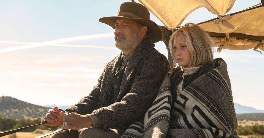"""Tom Hanks als Captain Jefferson Kyle Kidd und Helena Zengel als Johanna Leonberger in einer Szene aus """"Neues aus der Welt""""."""