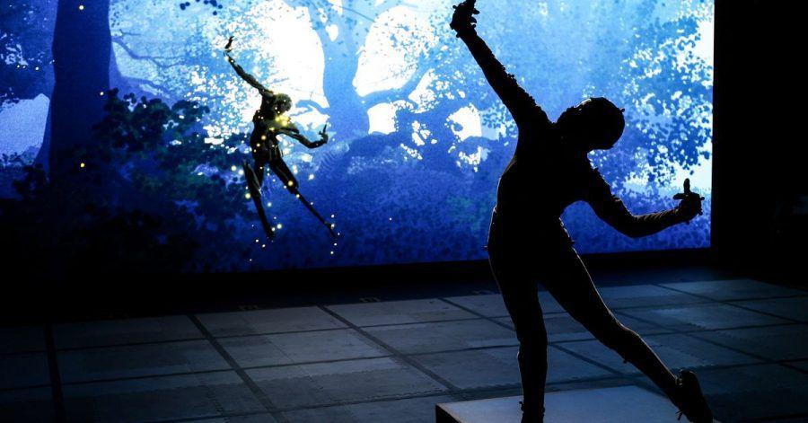 Dieses von der Royal Shakespeare Company (RSC) zur Verfügung gestellte undatierte Foto zeigt eines ihrer Mitglieder, das an einer Live-Performance mit Virtual-Reality-Technologie teilnimmt.