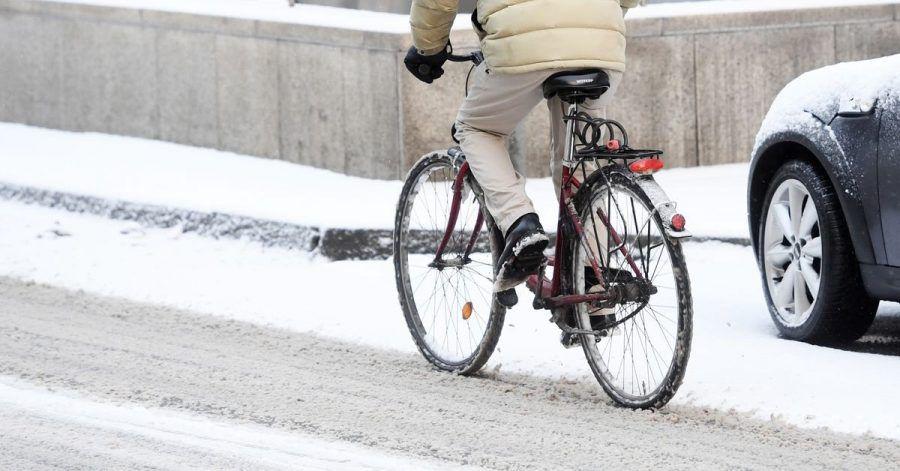 Ganz vorsichtig: Sind Radwege nicht geräumt, dürfen Radfahrer in der Regel auf die Straße ausweichen.