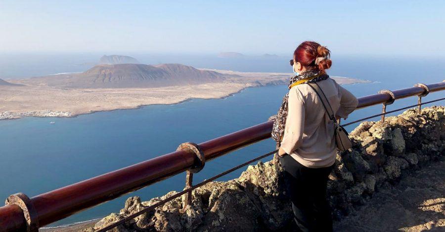 Der Aussichtspunkt Mirador del Río bietet eine hervorragende Sicht auf die See und die benachbarten, kleinenInseln.