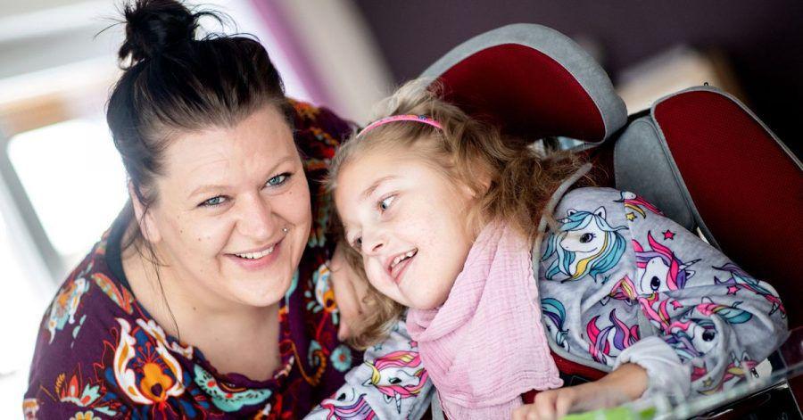 Mutter Katharina Kuhlemann und ihre Tochter Emma.