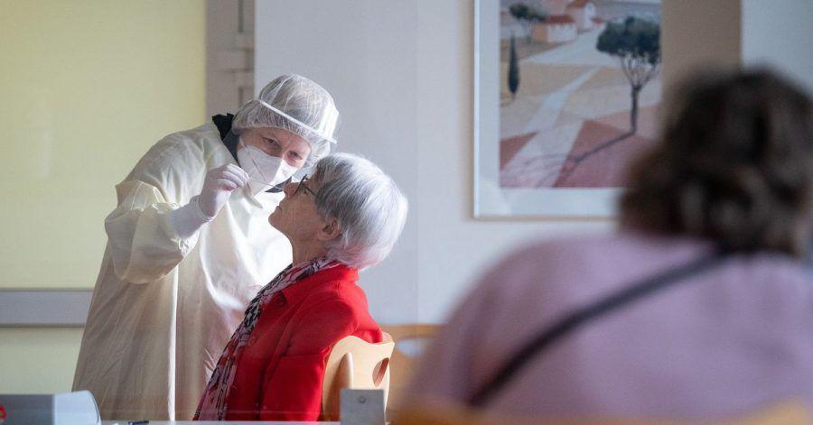 Ein breiter Einsatz von Corona-Tests soll Pflegeheimbewohner besser schützen.