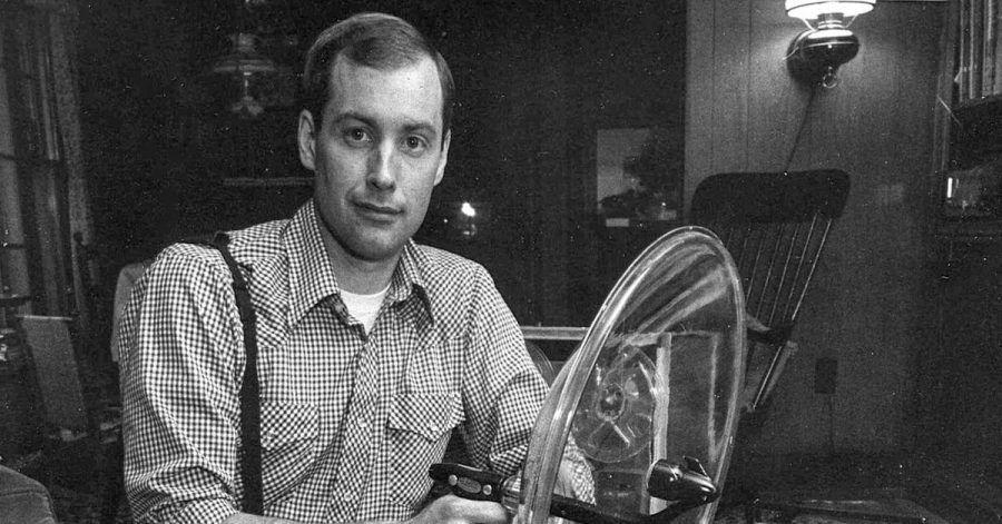 Ben Burtt, US-amerikanischer Tontechniker, mit alten Aufnahmegeräten .