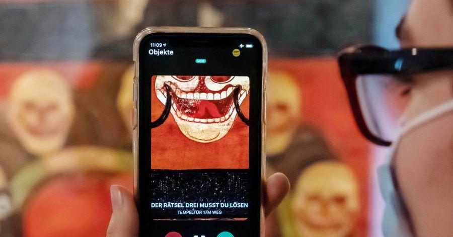 Im Badischen Landesmuseum sollen Besucher mittels einer App Kontakt zu Ausstellungsobjekten aufbauen.