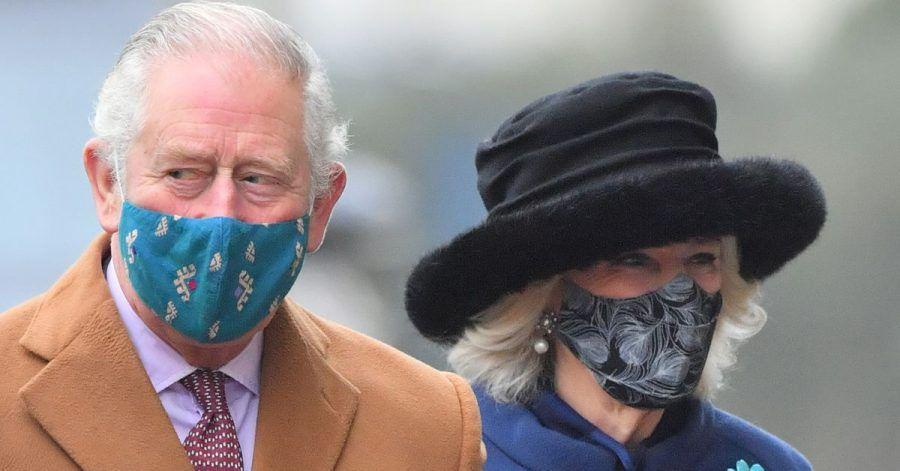 Der britische Prinz Charles, Prinz von Wales, und seine Frau Camilla, Herzogin von Cornwall, haben sich pieksen lassen.