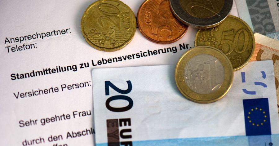 Nur noch gut ein Dutzend Unternehmen in Deutschland bieten klassische private Rentenversicherungsverträge mit einem lebenslangen Garantiezins von 0,90 Prozent im Neugeschäft an.