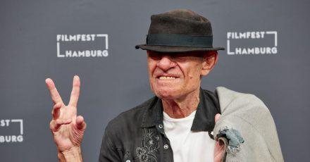 """Klaus Lemke bei der Premiere seines Films """"Bad Boy Lemke"""" beim Filmfest Hamburg 2020."""
