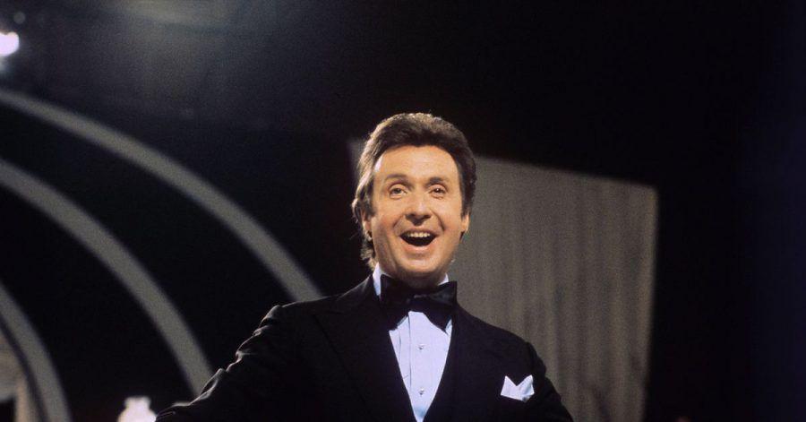 Der Schauspieler, Entertainer und Sänger Peter Alexander bei einer Fernseh-Gala 1975.
