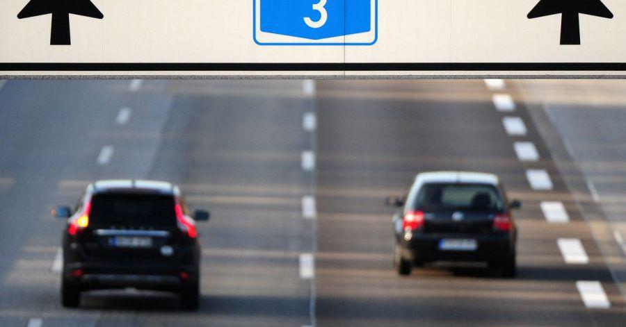 Wird der Spurwechsel auf der Autobahn nicht sorgfältig durchgeführt, haftet nicht zwangsläufig der auffahrende Hintermann.