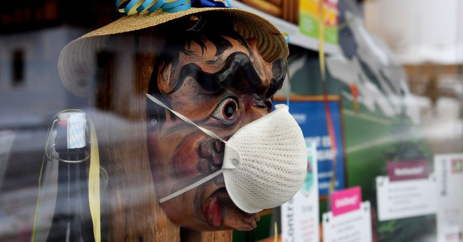 Im bayerischen Farchant heißt es Fasching im Fenster statt auf der Straße.
