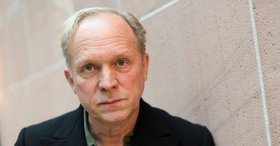 Der Schauspieler Ulrich Tukur erzählt von seinem Leben in der Pandemie.
