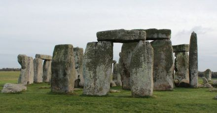 Die Kultstätte Stonehenge. Neuen Forschungen zufolge könnte das steinzeitliche Monument jahrhundertelang in Wales gestanden haben.