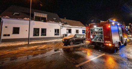 Starke Spuren von Feuer sind an dem Haus in Radevormwald nicht zu erkennen.