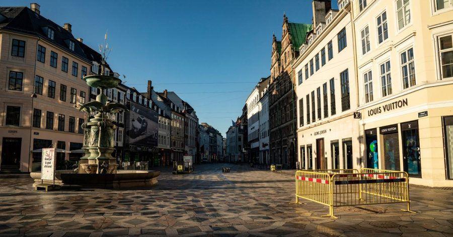Die Kopenhagener Fußgängerzone Stroeget ist aufgrund der Corona-Maßnahmen nahezu menschenleer.