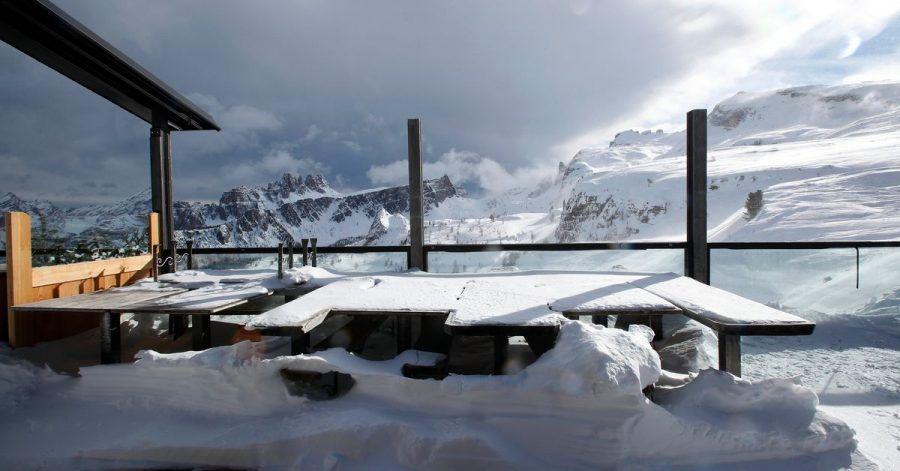 Einen Tag vor der geplanten Öffnung vieler Skiregionen hat Italiens Regierung aus Sorge vor den neuen Coronavirus-Varianten den Start wieder gestoppt.