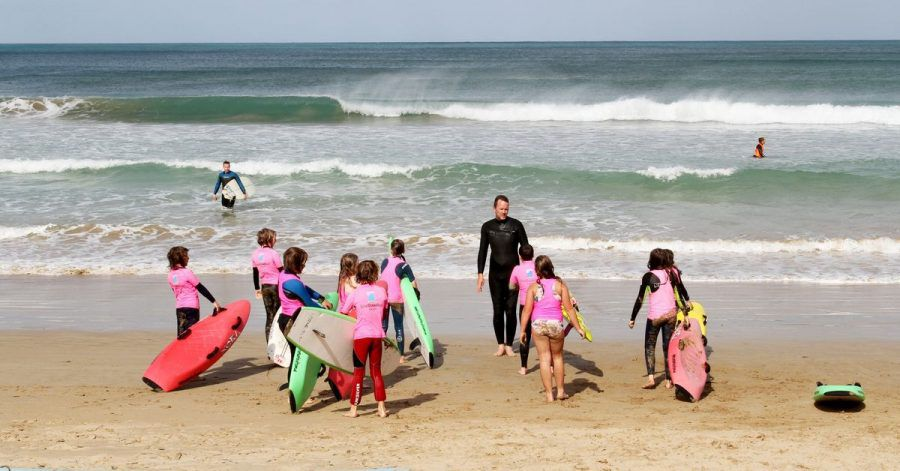 Ob Profi oder blutiger Anfänger:In Torquay dreht sich (fast) alles um Surfen.