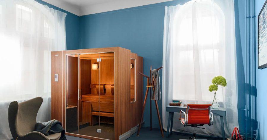 Sauna oder Schrank? Man muss schon zwei Mal hinsehen um zu erkennen, dass sich hier die Sauna S1 von Klafs versteckt.