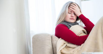 Könnte es eine Sepsis sein? Betroffene fühlen sich elend, doch denken oft nicht an die Möglichkeit einer Blutvergiftung.