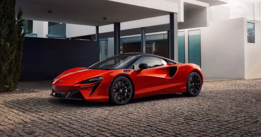 Spurtstark und unter Strom: Der Plug-in-Hybrid McLaren Artura sprintet aus dem Stand in drei Sekunden auf Tempo 100.