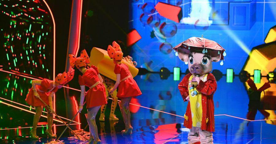 Die Figur «Schwein» tritt in der ersten Folge der vierten Staffel der ProSieben-Show «The Masked Singer» auf.