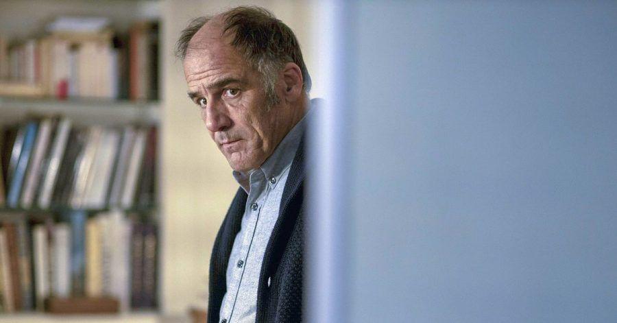 Dr. Philippe Dayan (Frederic Pierrot) versucht, sich seinen Problemen zu stellen.