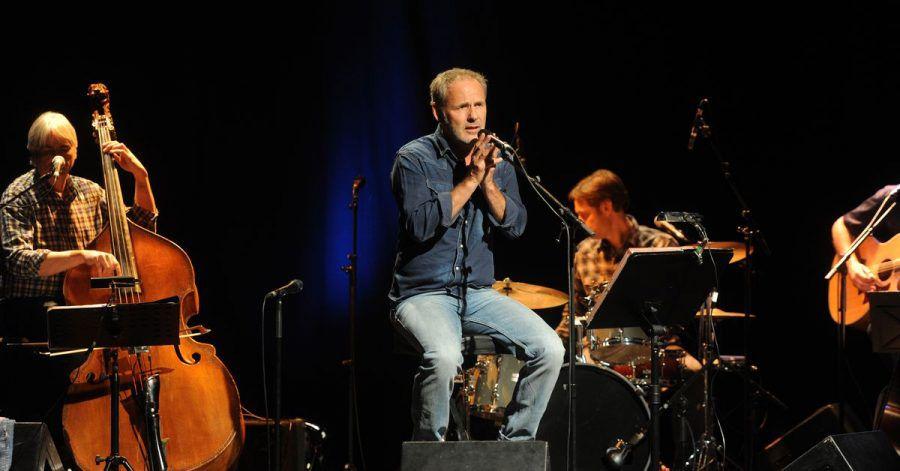 Reinhold Beckmann bei einem Konzert    mit seiner Band in Karlsruhe 2011.